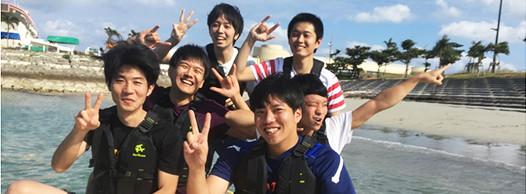 社内旅行 マリンスポーツで遊ぶ若手社員